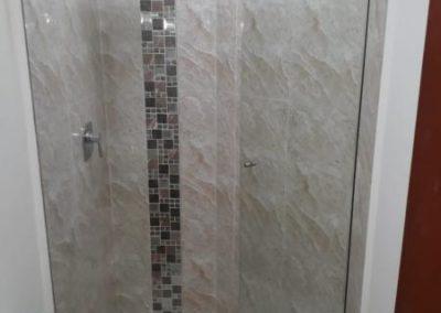 División de baño batiente en vidrio templado