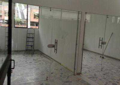 División oficina en vidrio templado