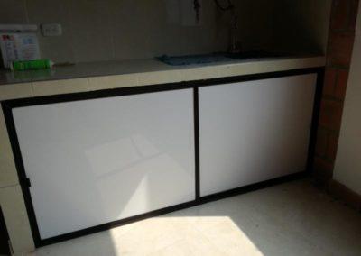 Puerta corrediza cocina. Acrílico multienchape blanco