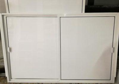 Puerta corrediza en Aluminio blanco cocina