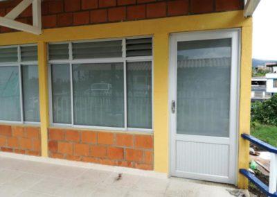 Puerta y ventana con vidrio opalizado