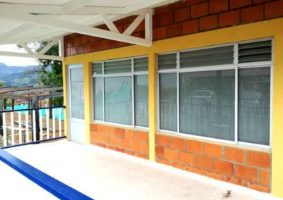 Puerta y ventana en vidrio opalizado