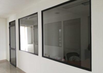 Vidrio fijo aluminio negro